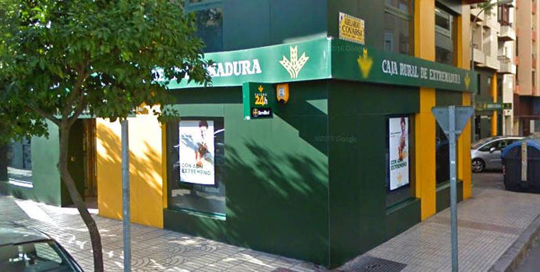 Cuando el banco te espía: acusan a Caja Rural de explotar datos privados de clientes